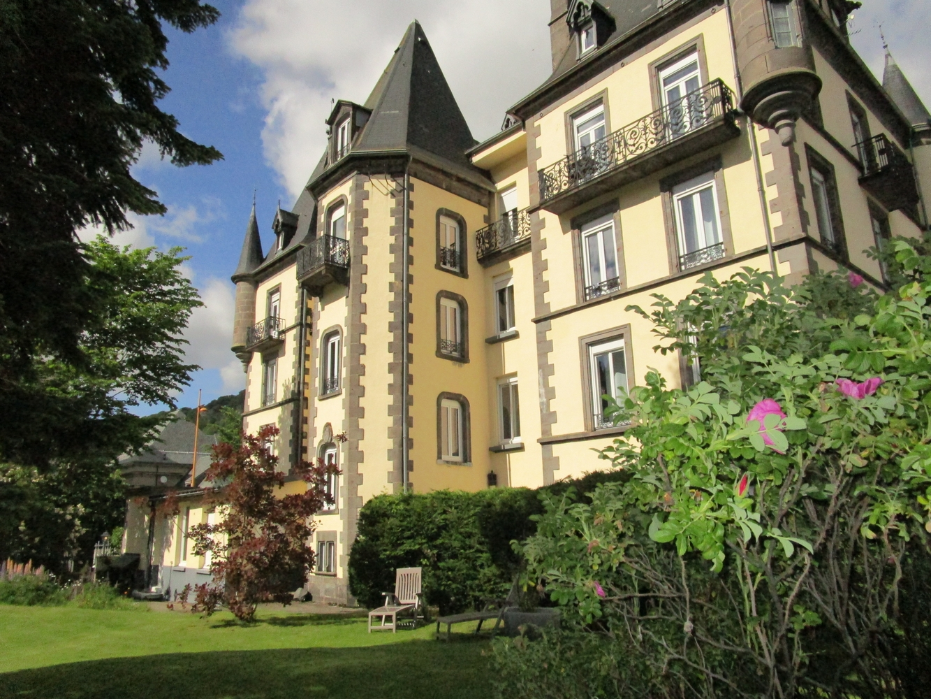 1 - Hotel Mont-Dore > vue du jardin